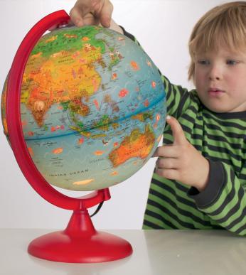 boy globe
